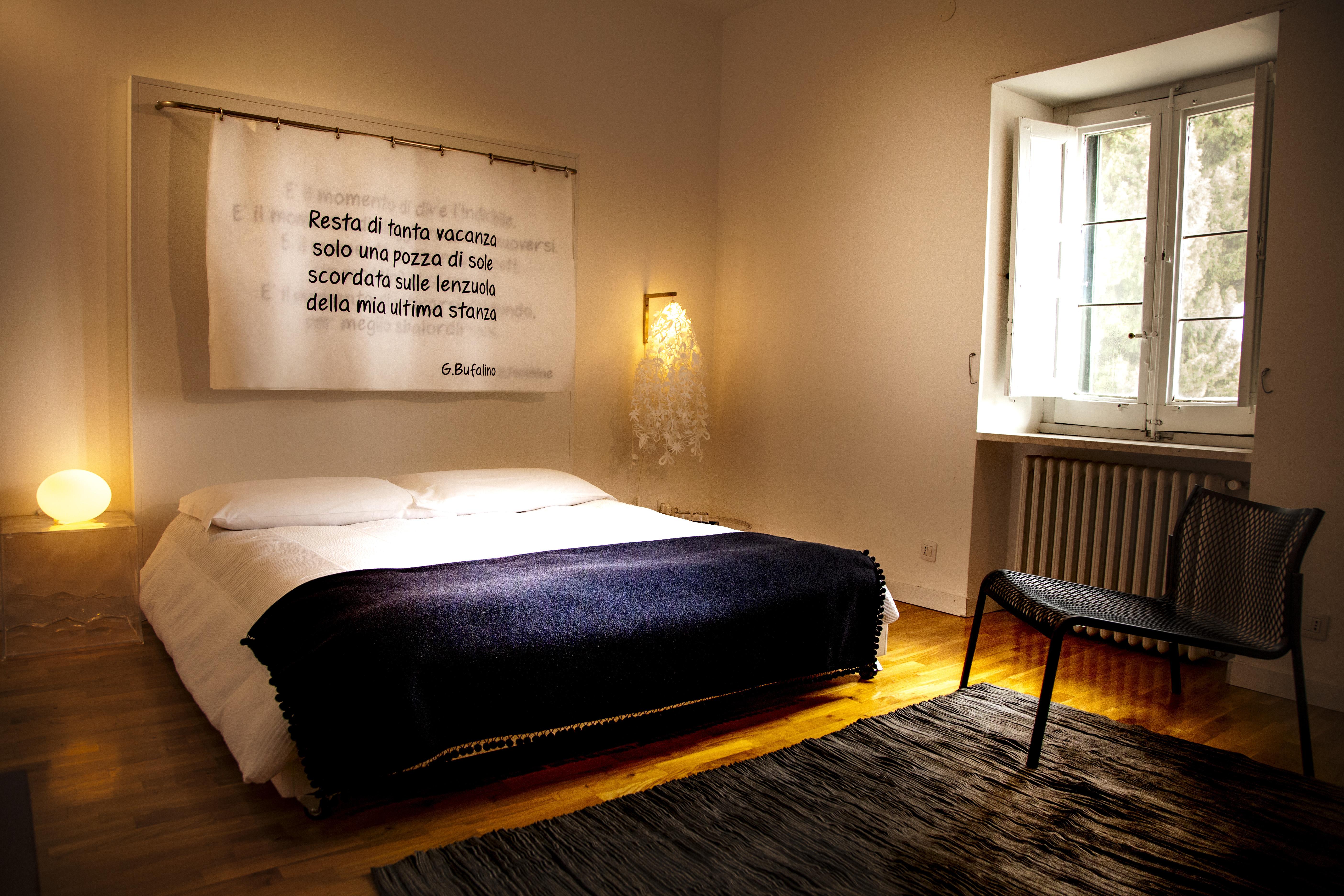 La casa da leggere un letto da sfogliare bed breakfast la casa del poeta pergusa enna - Sostegno per leggere a letto ...